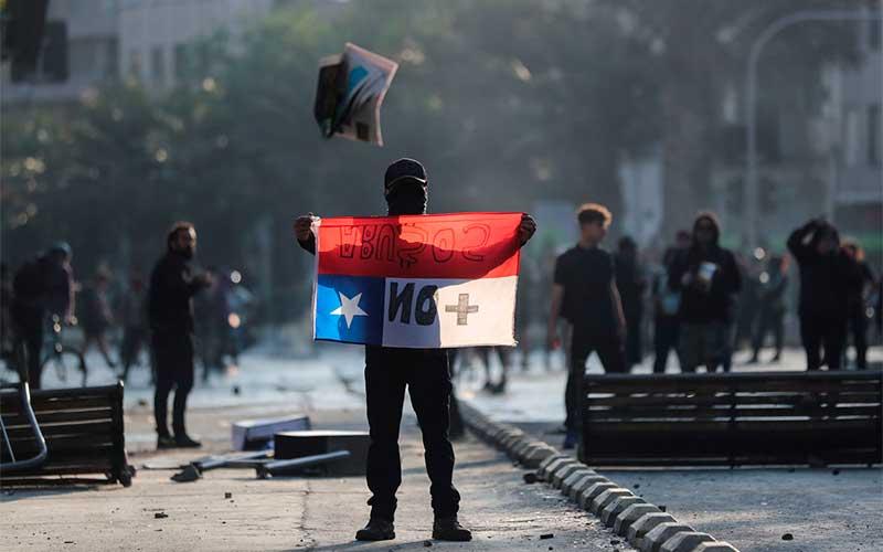 Após protestos, Chile põe Exército nas ruas