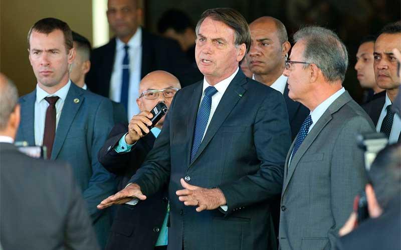 Bolsonaro reavalia ida a Davos