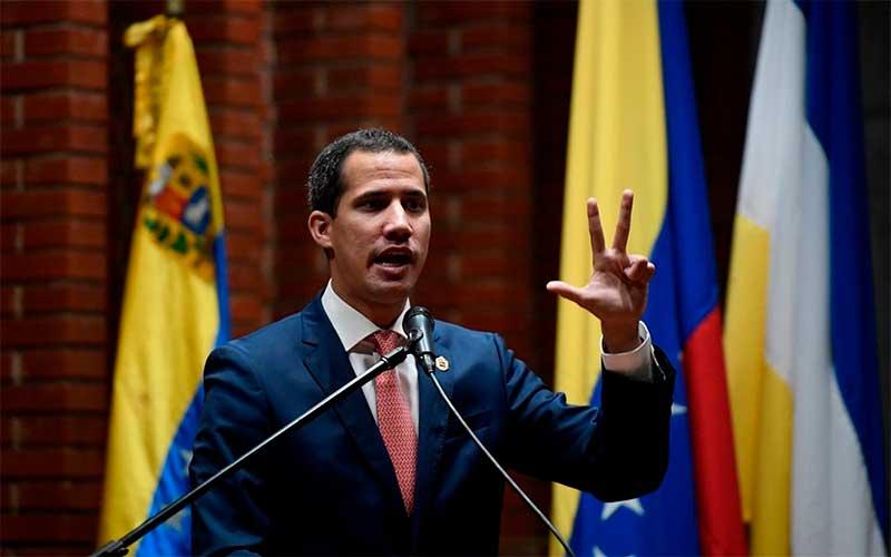 Guaidó entra no Parlamento venezuelano e inicia sessão