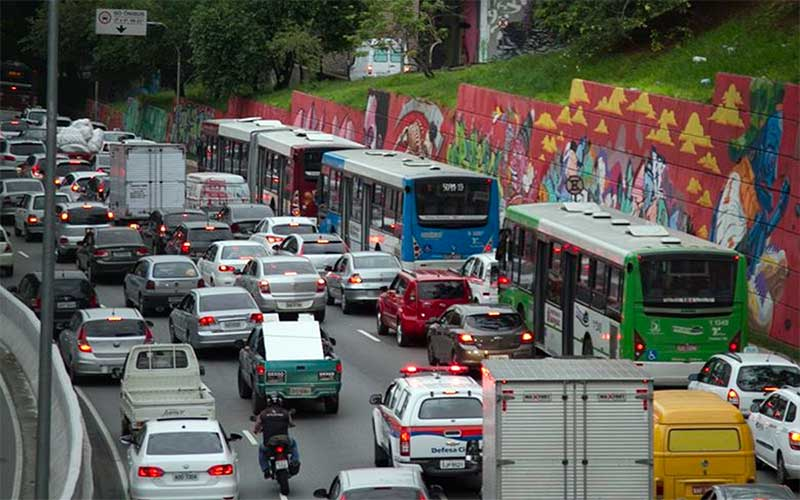 Novo rodízio reduz congestionamentos na capital paulista