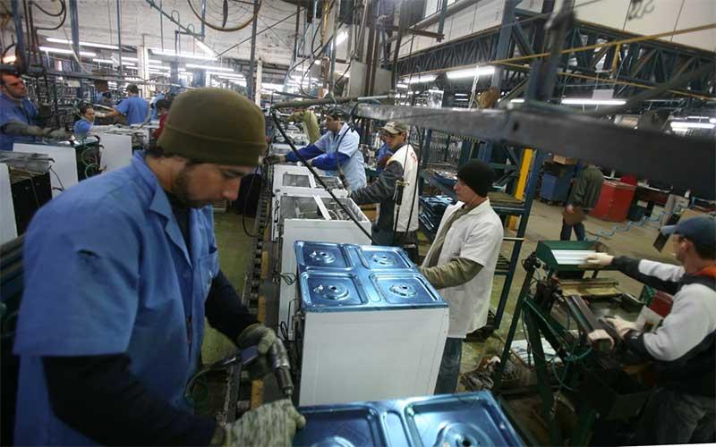 Demanda por bens industriais cai 11,9%, anuncia o Ipea