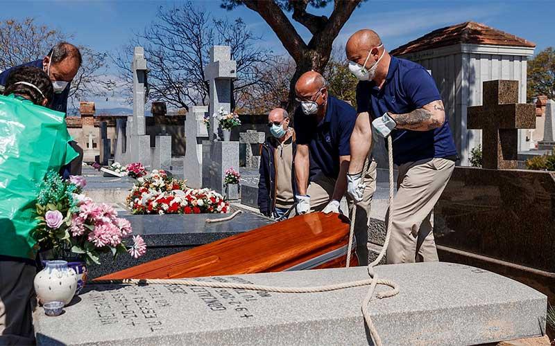Espanha registra mais de 200 novas mortes diárias por covid-19