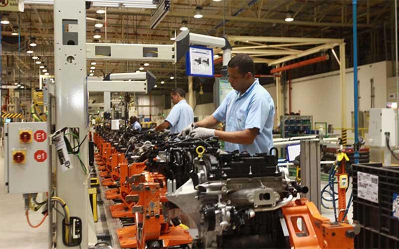 Pesquisa diz que em abril 14,4% das indústrias paralisaram atividades
