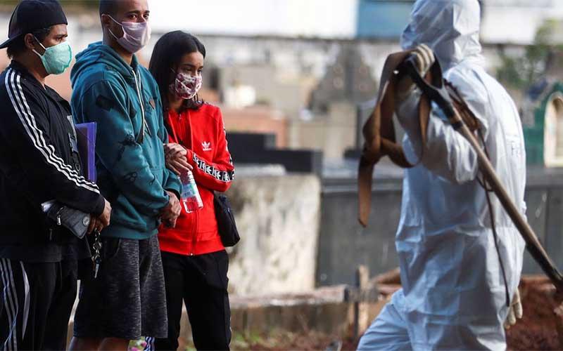 Brasil tem 15.3 mil novos casos de covid-19