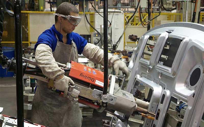 Confiança da indústria avança 2,4 pontos na prévia de maio