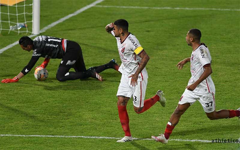 Athletico-PR vence de virada Jorge Wilstermann na Libertadores