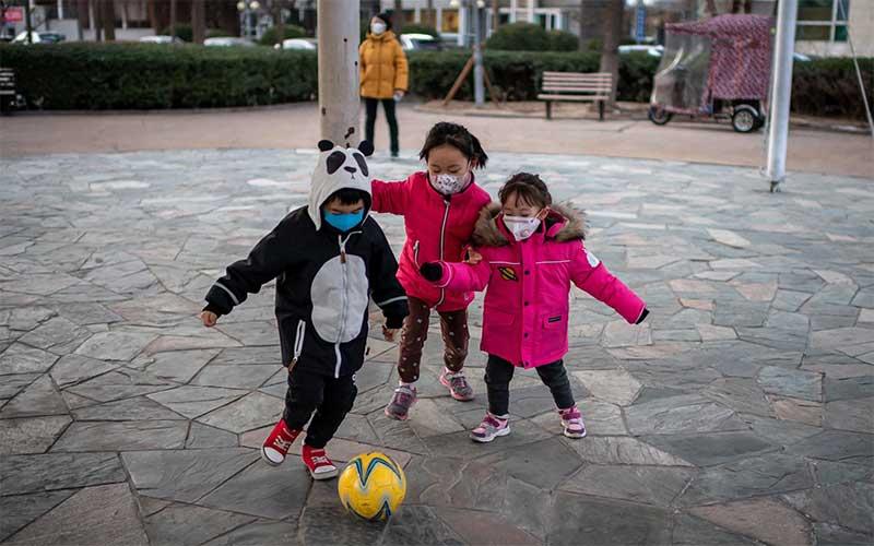 Crianças têm chances 44% menores de contrair covid-19