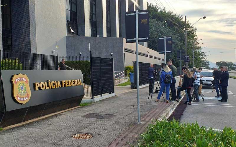PF e MPF apreendem documentos na casa do governador de Santa Catarina