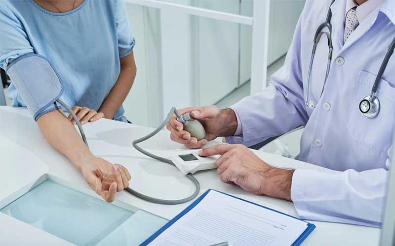 Setor público gasta R$ 3,83 per capita por dia com saúde