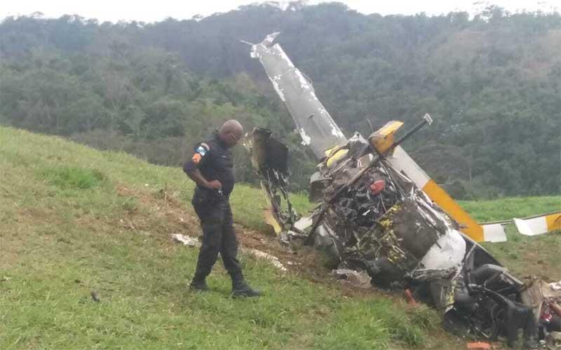 Queda de helicóptero mata duas pessoas no interior do Rio