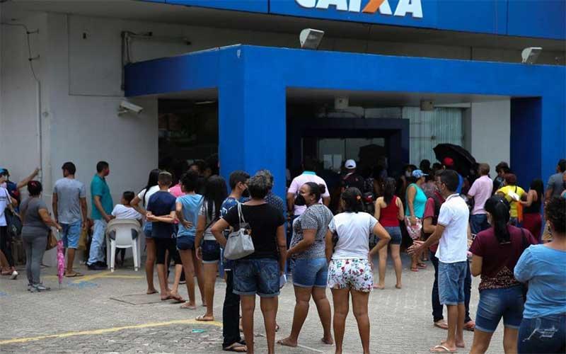 Caixa paga auxílio emergencial para beneficiários do Bolsa Família