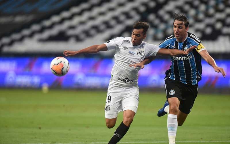 Libertadores: gol nos acréscimos define empate entre Grêmio e Santos