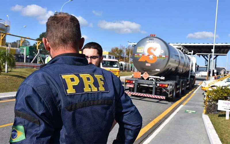 PRF faz operação contra sonegação fiscal na venda de etanol