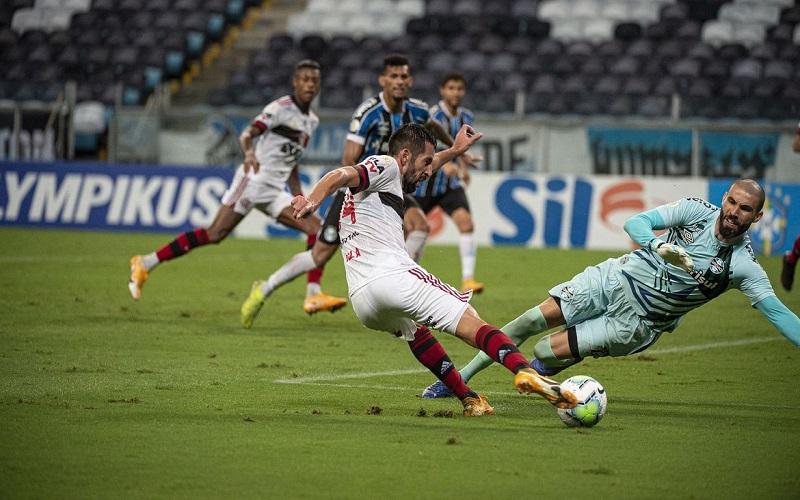 Flamengo vence Grêmio de virada e assume vice-liderança do Brasileirão