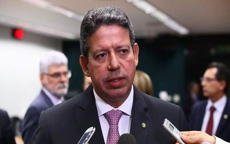 Lira é eleito presidente da Câmara com apoio de Bolsonaro