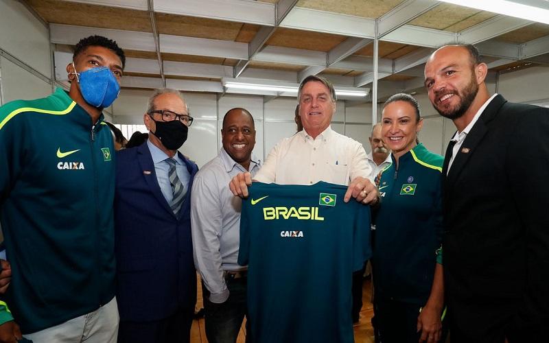 Bolsonaro inaugura centro de treinamento em atletismo no Paraná