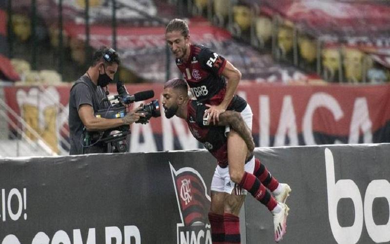 Flamengo vence o Vasco e encosta no Inter a 2 pontos de diferença