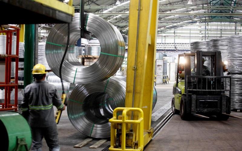 Doze locais tiveram queda na produção industrial em 2020, diz IBGE