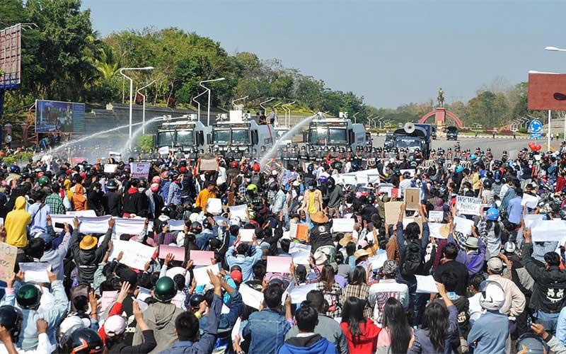 Protestos contra golpe de Estado continuam em Myanmar